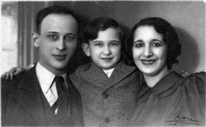 Entre son père Jacob Reder et sa belle-mère Osna Robardt